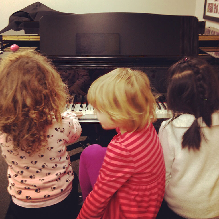 Group piano lessons for kids